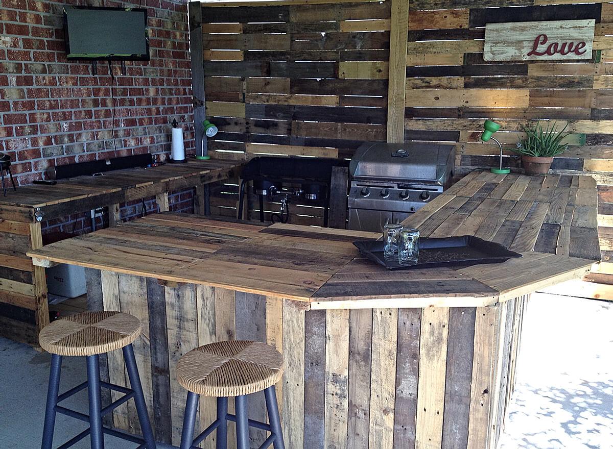 DIY Reclaimed Wood Outdoor Bar