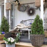 15-porch-wall-decor-ideas-homebnc