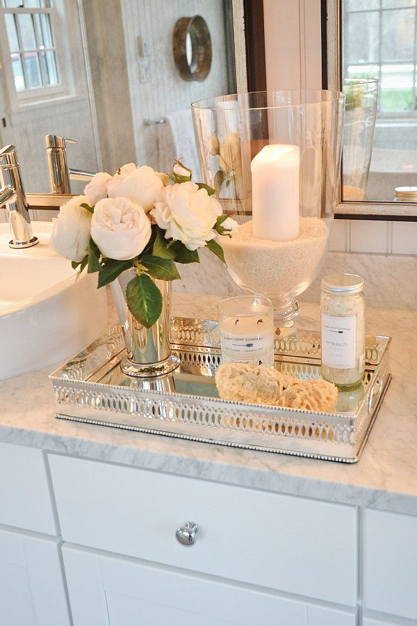 Counter Decor to Create a Spa Atmosphere