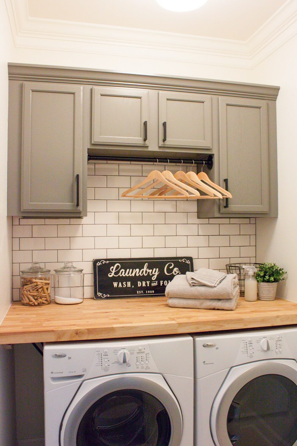 Super Simple Laundry Wall Makeover