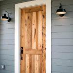 17-farmhouse-front-door-ideas-homebnc