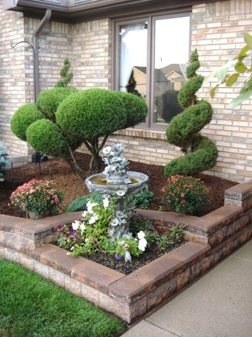 Easy Care Evergreen Entryway