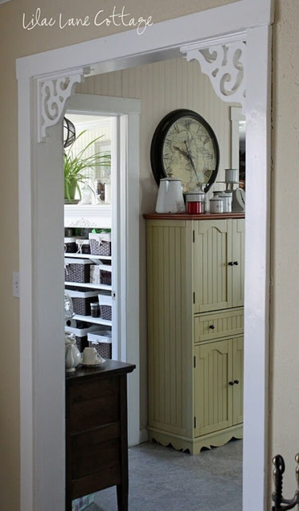Classic Cottage Entryway Fretwork Corners
