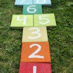 18-diy-painted-garden-decoration-ideas-homebnc
