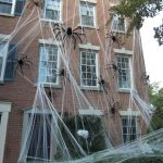 18-giant-spiders-halloween-decor-homebnc