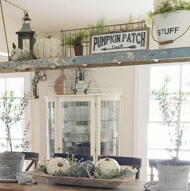 Wow Guests with Dining Room Ladder Décor