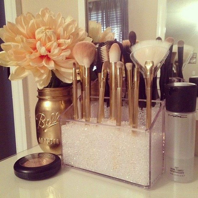 Golden Accents to Complete a Classy Look