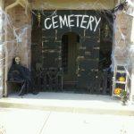19-cemetary-home-entrance-halloween-decorating-homebnc