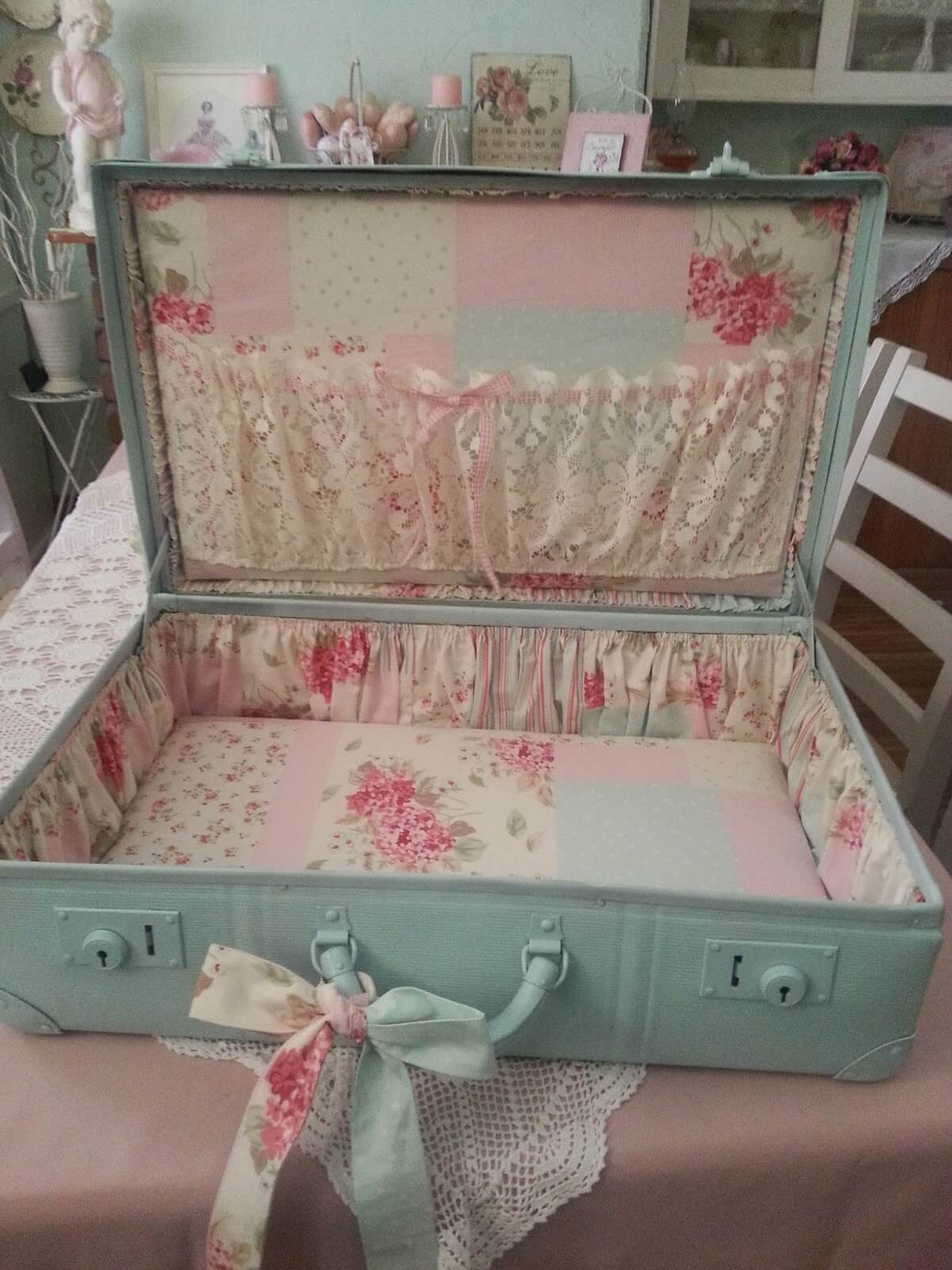 Trim the Interior of an Old Suitcase
