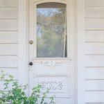 19-farmhouse-front-door-ideas-homebnc