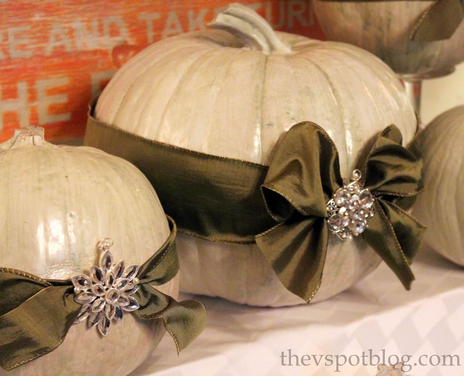 Herald in Christmas with Pumpkin Bows