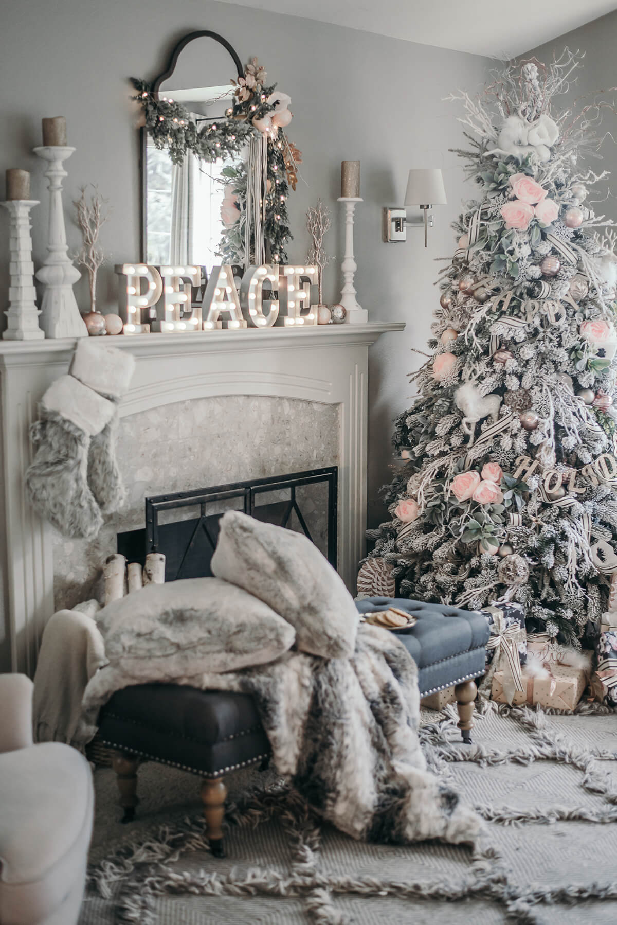 Christmas Peace in Furry White