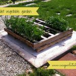 20-diy-pallet-wood-planter-box-ideas-homebnc