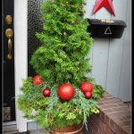 20-outdoor-holiday-planter-ideas-homebnc