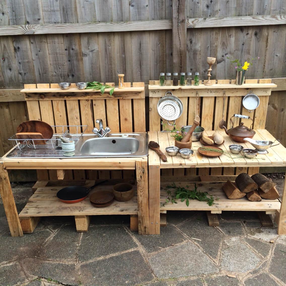 DIY Wood Pallet Sink and Prep Station
