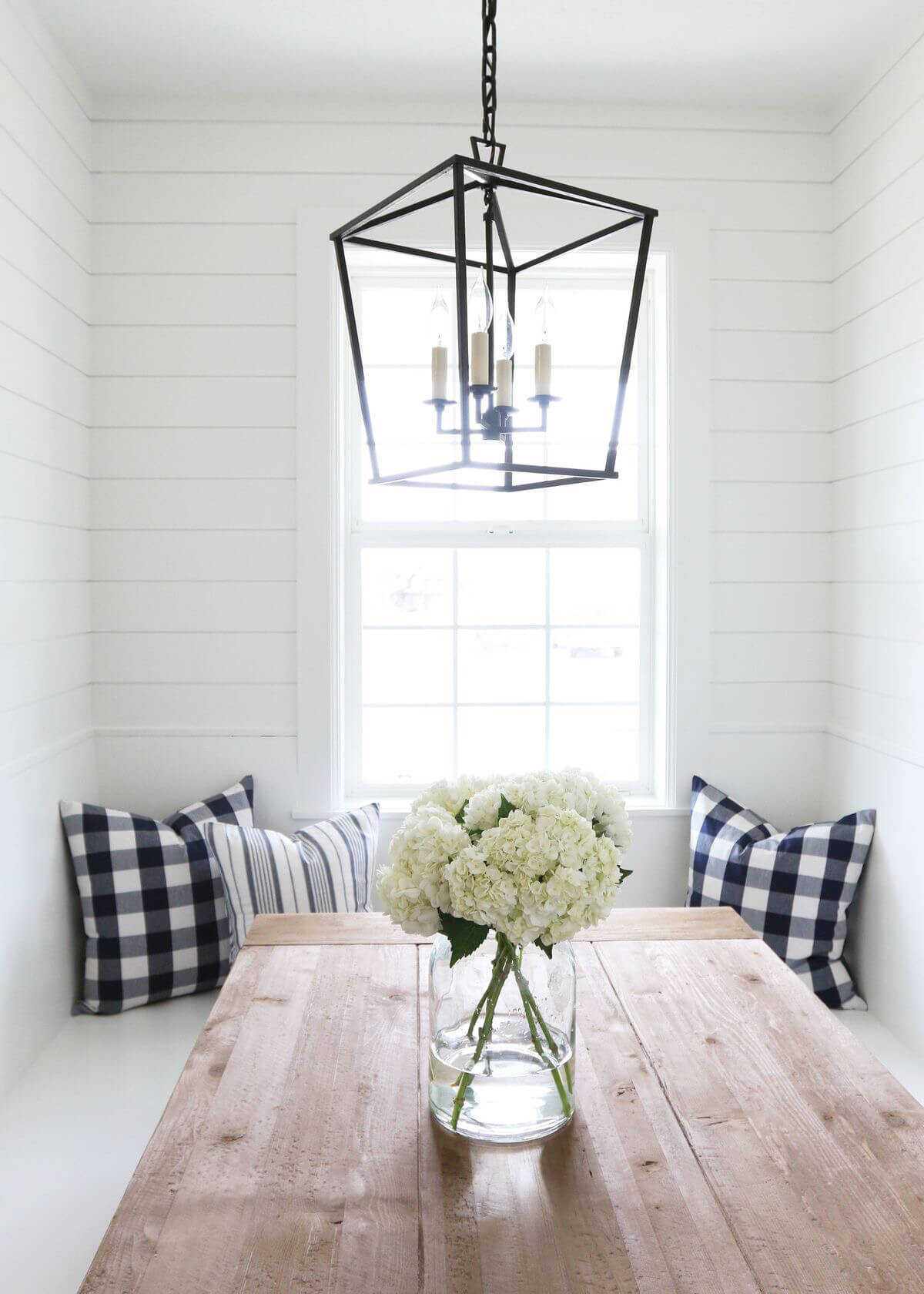 Chandelier With Wire Light Post Frame
