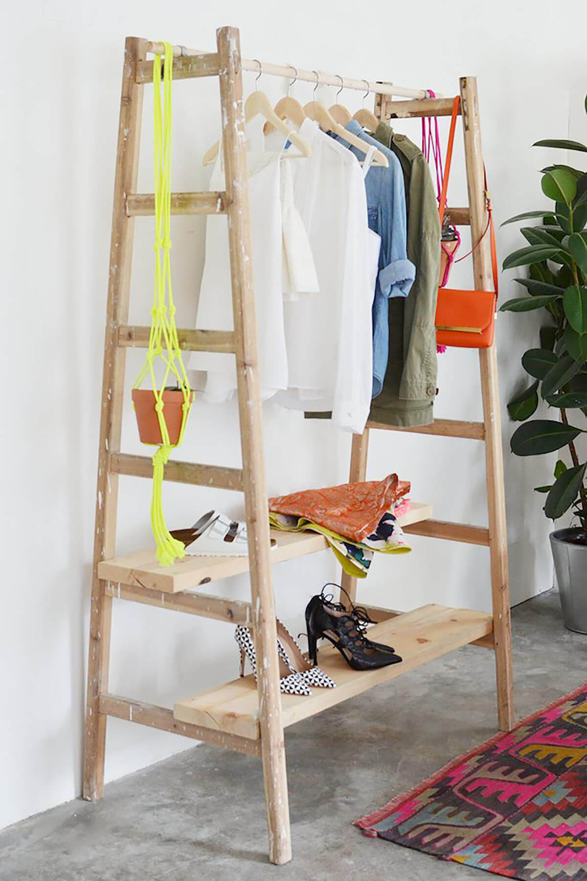 Repurposed Old Ladder Ideas for Guest Rooms