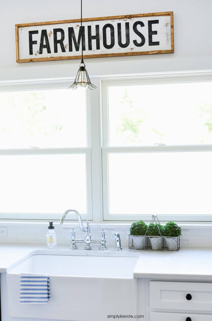 DIY Farmhouse Kitchen Decor Projects with Signs