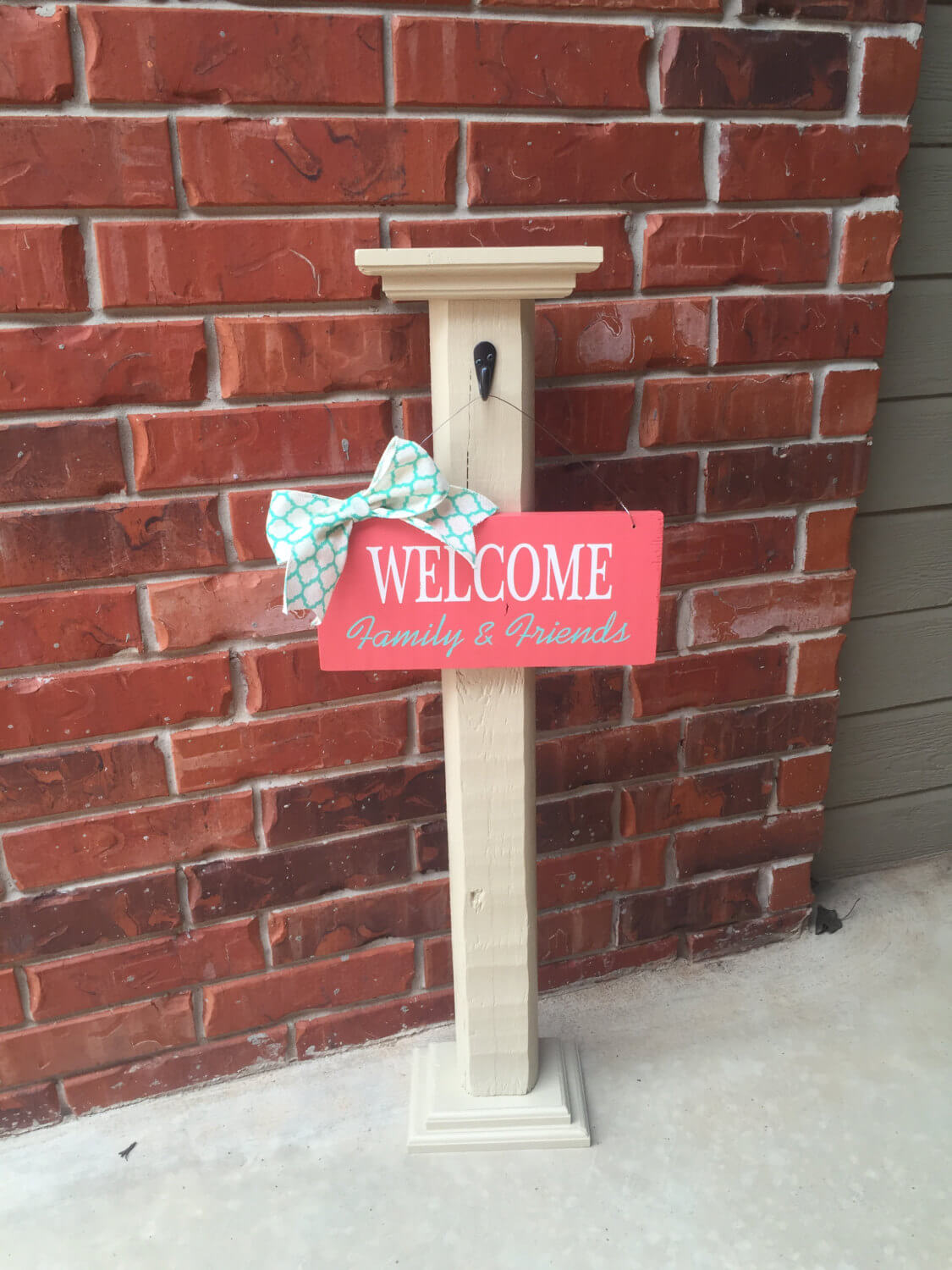 Space Saving Simple Post and Welcome Sign