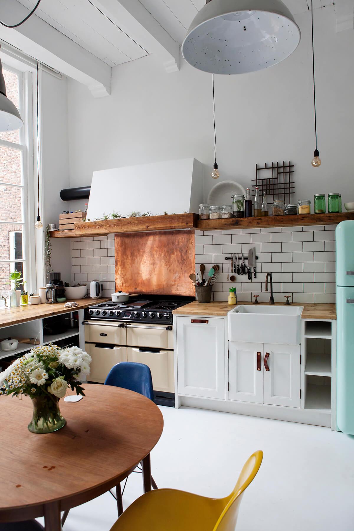 Vintage Kitchen Decor Ideas with Retro References