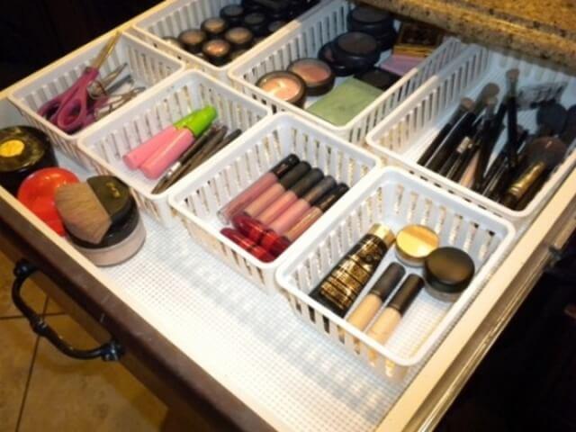 Dollar Store Organization Ideas for Makeup