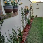 24-garden-fence-decoration-ideas-homebnc