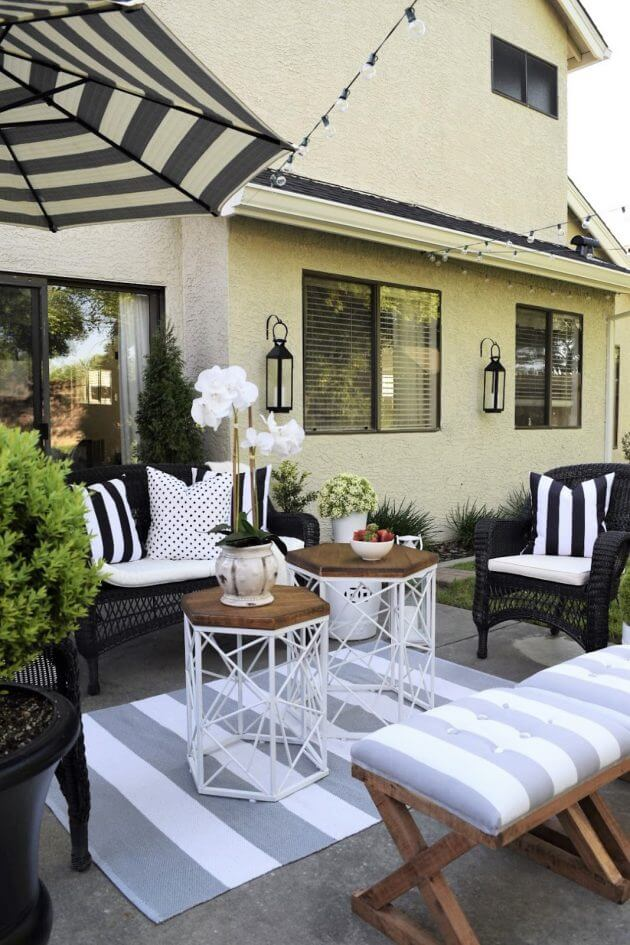 Black and White Outdoor Seating Arrangement
