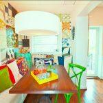 25-a-colorful-mishmash-breakfast-nook-idea-homebnc
