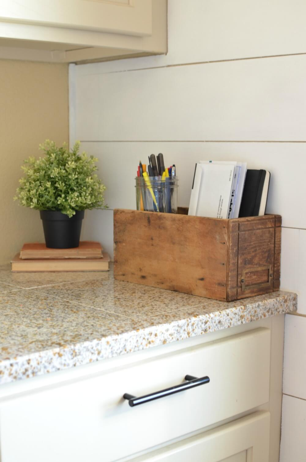 Kitchen Countertop Organizing Idea for Notes