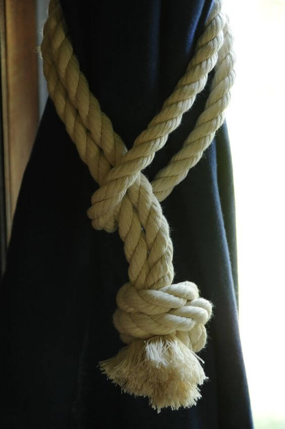 Rope Detail Tie-back Is Simple But Classic
