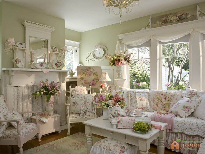 Shabby Chic Living Room Design and Decor Idea with Pink Roses