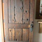 26-farmhouse-front-door-ideas-homebnc