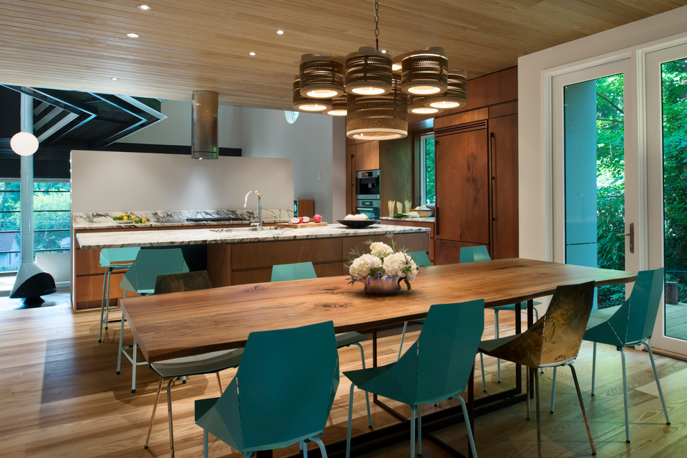 Turquoise for Added Interest Kitchen Design Idea