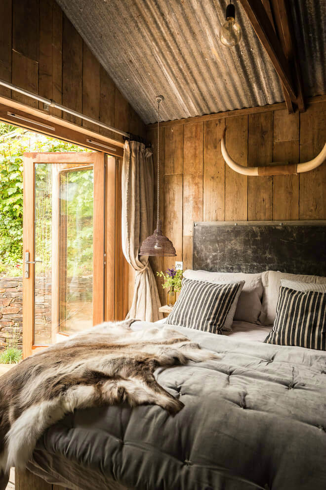 Luxurious Rustic Bedroom Design and Decor Idea