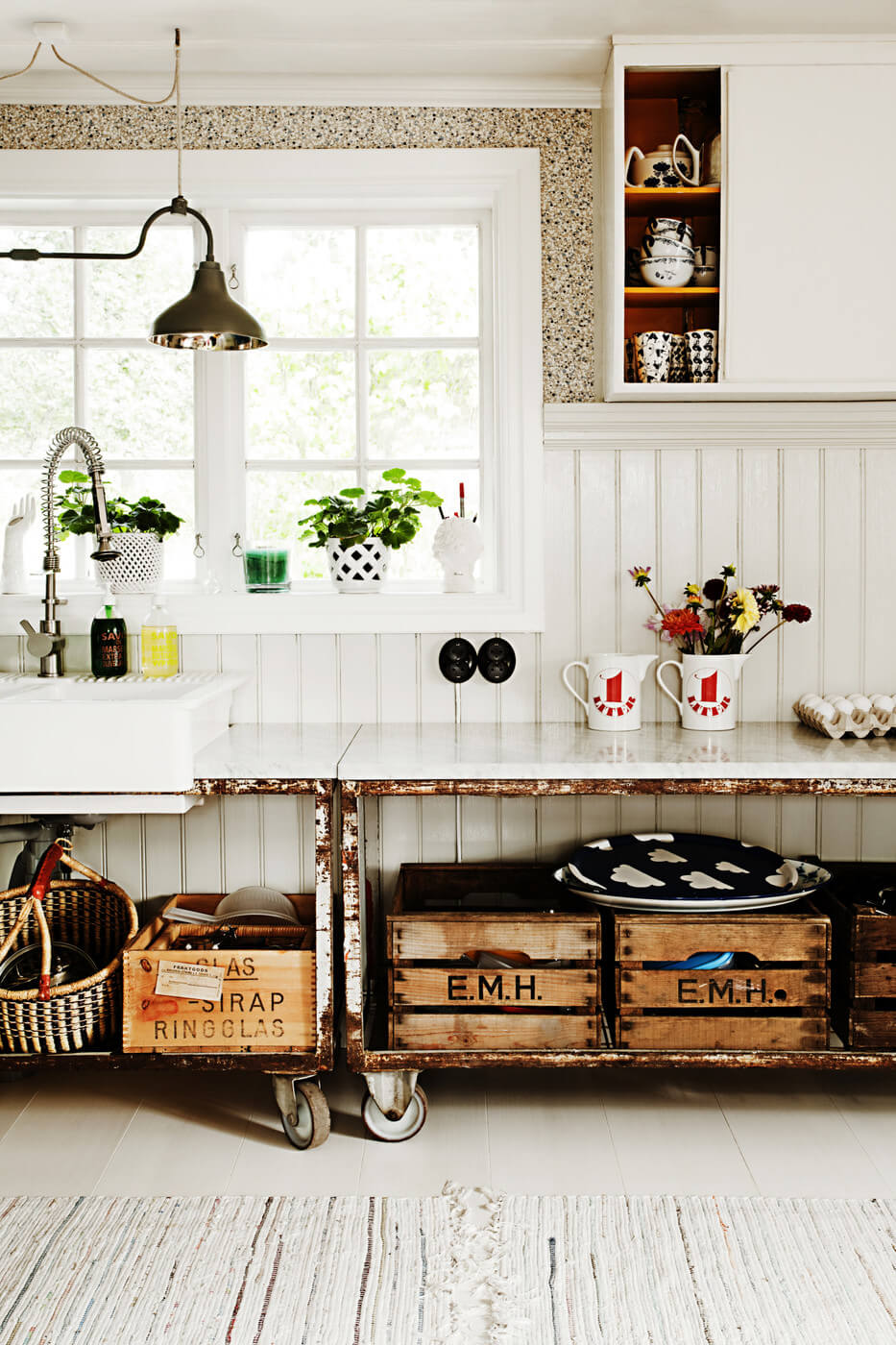 Metal Rolling Cabinets with Crate Storage
