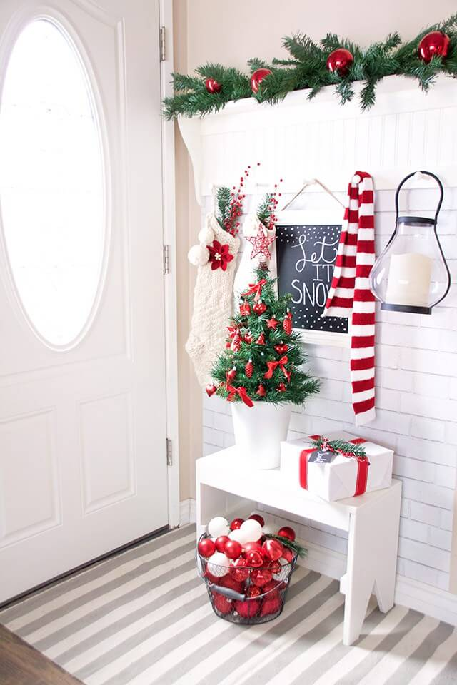 Red Christmas Decoration Ideas for Entryways