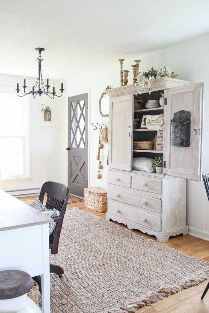 Inviting Textures for Farmhouse Interiors