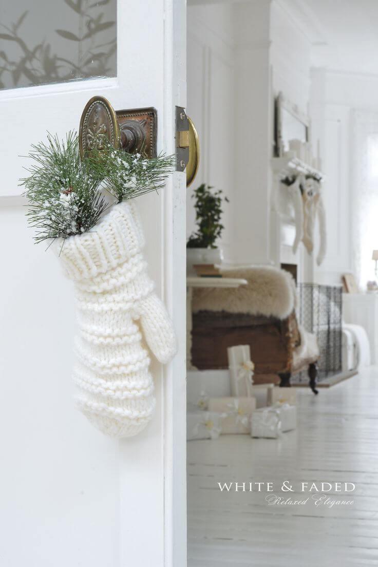 Sweet Knit Mitten Doorknob Hanger