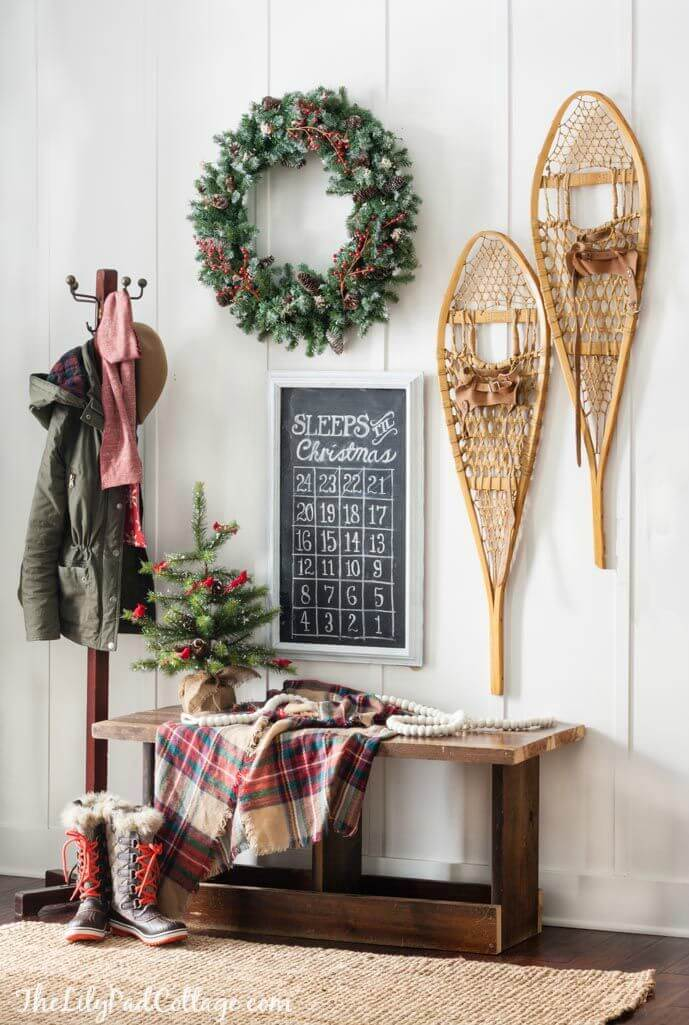 Wreath and Chalkboard Combination in your Entryway
