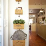 28-farmhouse-plant-decor-ideas-homebnc