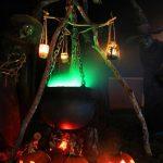 29-grim-hollow-halloween-decorating-homebnc
