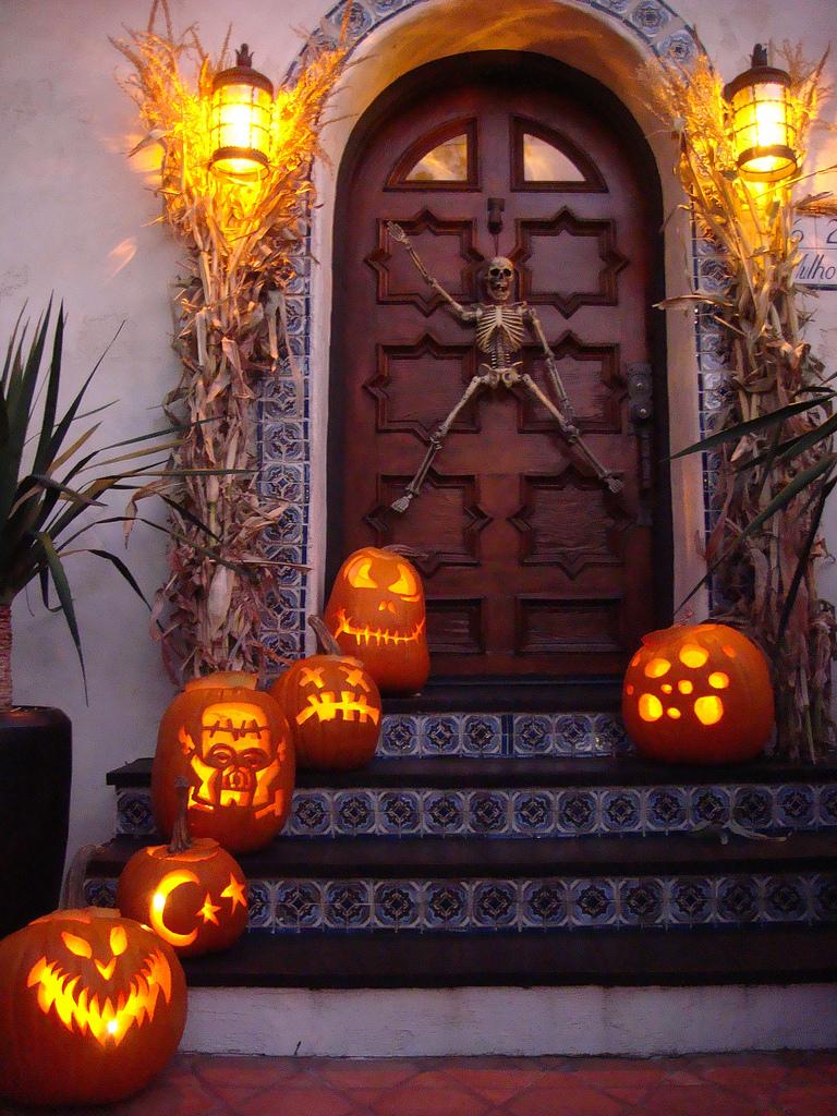 Waving Skeleton Halloween Door Decoration