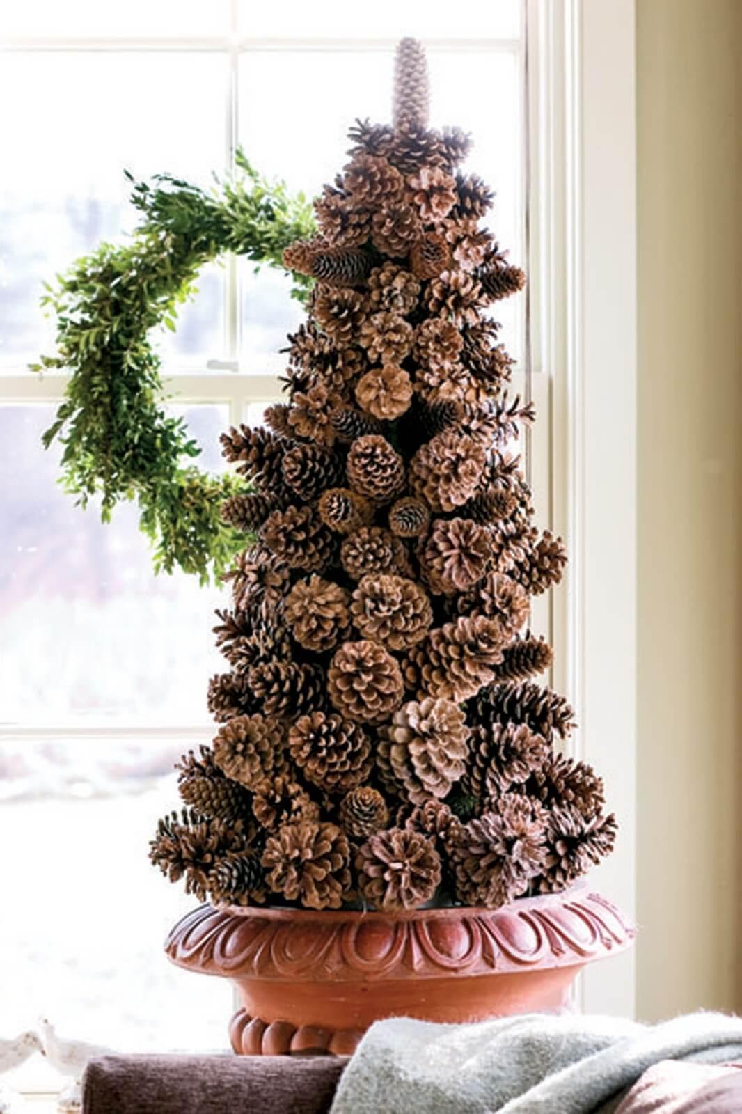 "Pine Cone Holiday ""Tree"""