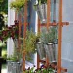 30-outdoor-hanging-planter-ideas-homebnc
