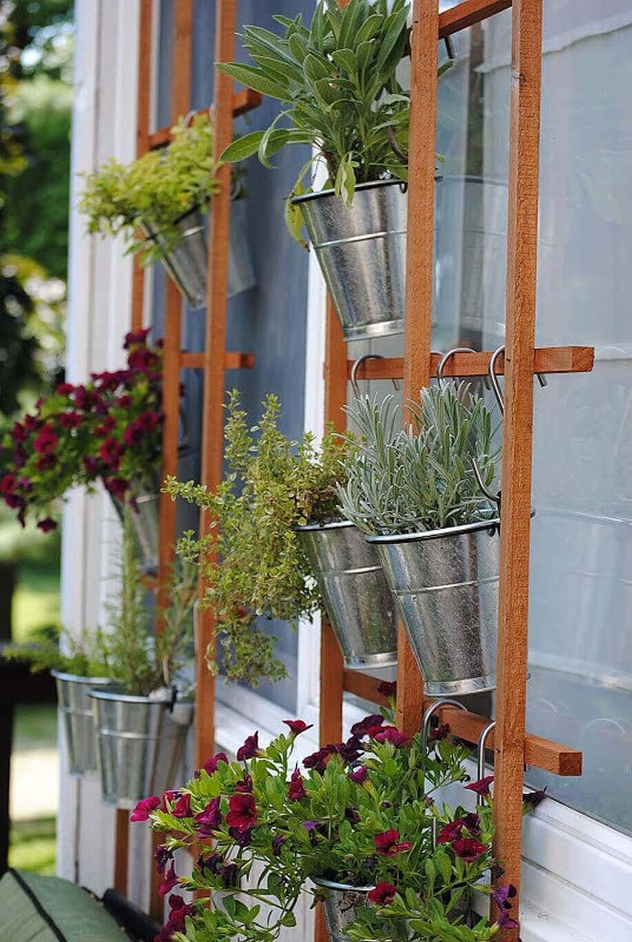 Simple Summertime Vertical Trellis Garden