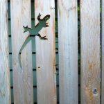 31-garden-fence-decoration-ideas-homebnc