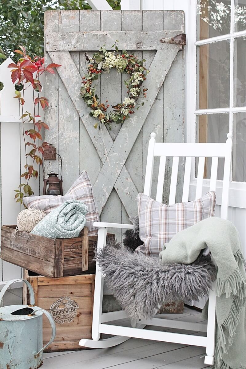 Barn Charm: Rustic Farmhouse Porch Decor Ideas