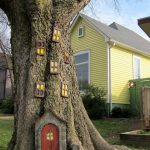 37-elf-house-halloween-decor-homebnc