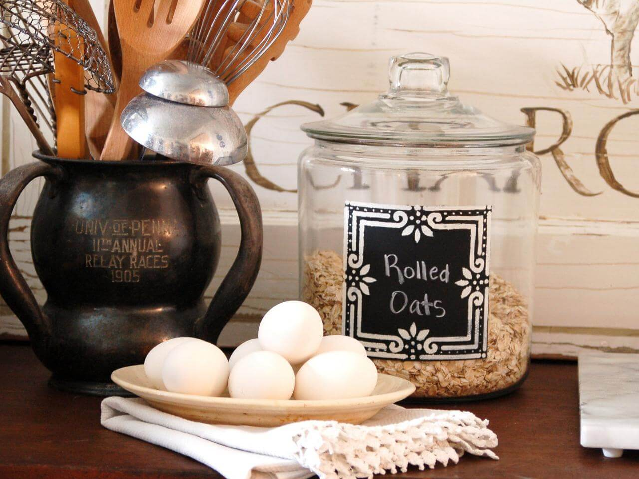 Cute Chalkboard Labels on Glass Canisters