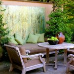 39-let-your-art-take-center-stage-patio-outdoors-decor-homebnc